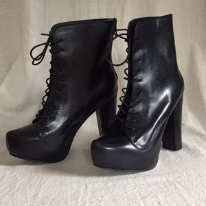 Betsey Johnson leather LILLY platform bootie 7.5
